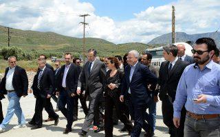Ο πρωθυπουργός Αντώνης Σαμαράς  στο έργο κατασκευής του ανισόπεδου κόμβου του Μεσολογγίου, που συνδέει την πόλη με την Ιονία οδό.