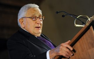 epa04051537 Former US Secretary of State Henry Kissinger speaks during the reception dinner of the 50th Security Conference in Munich, Germany, 01 February 2014. Around 20 heads of state and at least 50 foreign and defense ministers are expected to attend the conference which runs until 02 February.  EPA/ANDREAS GEBERT