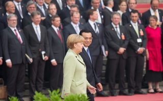 epa04303262 Chinese Premier Li Keqiang (R) and German Chancellor Angela Merkel (L) during a welcome ceremony at the Great Hall of the People in Beijing, China 07 July 2014. Merkel is on a three-day visit to China and is expected to hold talks with Chinese officials to boost ties between the two countries.  EPA/KAY NIETFELD
