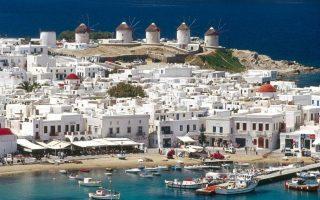 Στην λίστα με τα δημοφιλέστερα νησιά της Μεσογείου έρχεται 13η η ακριβή Μύκονος, ενώ κατακτά την πρώτη θέση με την ακριβότερη ξενοδοχειακή τιμή να φθάνει στα 267 ευρώ.