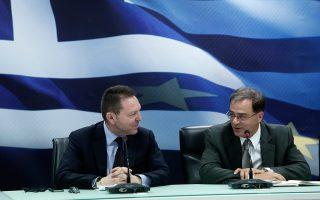 Ο νέος υπουργός Οικονομικών, Γκίκας Χαρδούβελης και ο νέος διοικητής της Τράπεζας της Ελλάδος, Γιάννης Στουρνάρας έχουν διαβάσει πολλές προτάσεις για το πώς μπορεί να αντιμετωπιστεί το ακανθώδες αυτό ζήτημα, ενώ σχετικές συζητήσεις πραγματοποιούνται με τις διοικήσεις των συστημικών τραπεζών και τον ΣΕΒ.