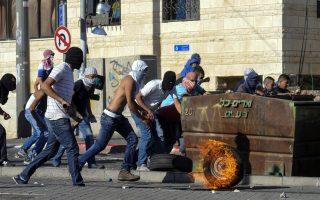 Παλαιστίνιοι συγκρούονται με την ισραηλινή αστυνομία στην ανατολική Ιερουσαλήμ.
