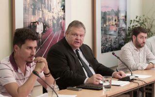 Ο πρόεδρος του ΠΑΣΟΚ Ευάγγελος Βενιζέλος κατά τη διάρκεια συνεδρίασης του πολιτικού συμβουλίου του κόμματος.