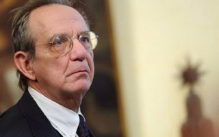 Ο υπουργός οικονομικών της Ιταλίας Πιερ Kάρλο Παντοάν.