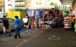Οι πλανόδιοι πωλητές που σε πολλές περιπτώσεις εμποδίζουν την πρόσβαση στα πεζοδρόμια αποτελούν για τον Μασιμιλιάνο Τονέλι ένα από τα σημαντικότερα προβλήματα.