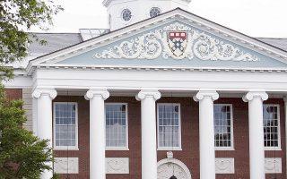 H απόδοση της πανεπιστημιακής επένδυσης συνδέεται και με το πανεπιστήμιο το οποίο χορηγεί τον εκάστοτε τίτλο.