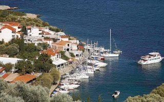 Το υπουργείο Οικονομικών σπεύδει να καλύψει το κενό που έχει παρατηρηθεί ως προς τους ελέγχους για φοροδιαφυγή στις τουριστικές περιοχές.