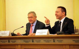 Ο διοικητής της Τράπεζας της Ελλάδος Γιάννης Στουρνάρας με τον επικεφαλής του Ευρωπαϊκού Μηχανισμού Σταθερότητας Κλάους Ρέγκλινγκ.