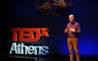 O äéåõèõíôÞò ôïõ Ìïõóåßïõ Óýã÷ñïíçò ÔÝ÷íçò ôçò ÍÝáò Õüñêçò Ãêëåí ËÜïõñé (Glenn D. Lowry), ìéëÜåé óôï Tedx Athens ãéá áíáôñïðÝò óôï ÷þñï ôçò ÔÝ÷íçò , ÐáñáóêåõÞ 9 Äåêåìâñßïõ 2011 .  ÁÐÅ-ÌÐÅ/ÁÐÅ-ÌÐÅ/Georgios Makkas