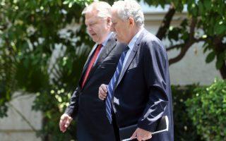 Ο πρόεδρος του ΠΑΣΟΚ Ευάγγελος Βενιζέλος (Α) και ο πρόεδρος της ΔΗΜΑΡ Φώτης Κουβέλης (Δ) εξέρχονται από το Μέγαρο Μαξίμου μετά τη συνάντηση τους με τον πρωθυπουργό Αντώνη Σαμαρά, την Τετάρτη 18 Ιουλίου 2012. ΑΠΕ-ΜΠΕ/ΑΠΕ-ΜΠΕ/ΣΥΜΕΛΑ ΠΑΝΤΖΑΡΤΖΗ