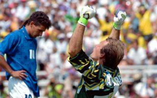 Ο Ρομπέρτο Μπάτζιο μόλις έχει στείλει την μπάλα πάνω από τα δοκάρια του Ταφαρέλ στον τελικό του Π.Κ. το 1994. Ενα από τα πιο διάσημα άστοχα πέναλτι στην ιστορία του ποδοσφαίρου.