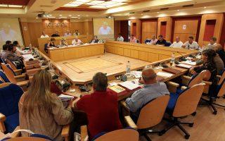 Η συνδικαλιστική οργάνωση ζητεί τη σύμπραξη της ΚΕΔΕ (Κεντρικής Ενωσης Δήμων) και συγκεκριμένα του νυν προέδρου Κώστα Ασκούνη, για να μη γίνει ο έλεγχος των συμβάσεων των δημοτικών υπαλλήλων.