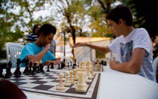 Στην Ελλάδα υπάρχουν περίπου 200 ενεργοί σκακιστικοί σύλλογοι.