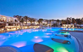 Το 30ό ξενοδοχείο του ομίλου Ν. Δασκαλαντωνάκη, με την επωνυμία Caramel Boutique Resort, άνοιξε τον περασμένο μήνα στην περιοχή του Ρεθύμνου.