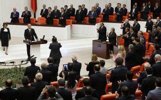 Ο Ταγίπ Ερντογάν ορκίστηκε χθες στην Εθνοσυνέλευση 12ος πρόεδρος της Τουρκίας, εδραιώνοντας τη θέση του ως του ισχυρότερου ηγέτη στη σύγχρονη Ιστορία της χώρας και εντείνοντας τις ανησυχίες της αντιπολίτευσης.