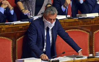 Γερουσιαστής της Λέγκα του Βορρά διαμαρτύρεται για τις συνεχείς ψηφοφορίες.