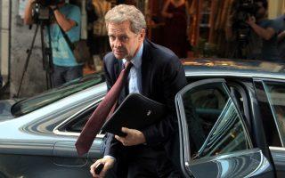 Ο επικεφαλής του ΔΝΤ για το ελληνικό πρόγραμμα Πόουλ Τόμσεν ανέλαβε, κατ' αρχάς προσωρινά, τα καθήκοντα του προϊσταμένου του, Ρέζα Μογκαντάμ.