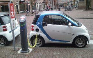 Ακόμη και το πλέον οικονομικό αυτοκίνητο καύσης διανύει τα 100 χιλιόμετρα μέσα στην πόλη με κόστος 3-3,5 ευρώ, όταν για ένα ηλεκτρικό το αντίστοιχο κόστος είναι 90 λεπτά.
