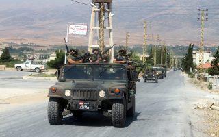 Οχήματα του λιβανικού στρατού εισέρχονται στην πόλη Αρσαλ, κοντά στα σύνορα του Λιβάνου με τη Συρία.