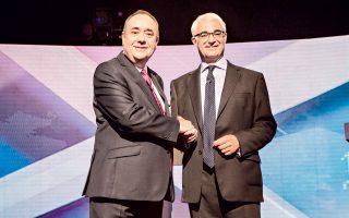 Ο πρωθυπουργός της Σκωτίας Αλεξ Σάλμοντ (αριστερά) και ο πρώην υπουργός της βρετανικής κυβέρνησης Αλιστερ Ντάρλινγκ, λίγο προτού διασταυρώσουν τα ξίφη τους.
