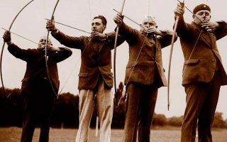 Ο Χούμπερτ φαν Ινις (αριστερά) δεν σταμάτησε να ασχολείται με την τοξοβολία μέχρι το τέλος της ζωής του.