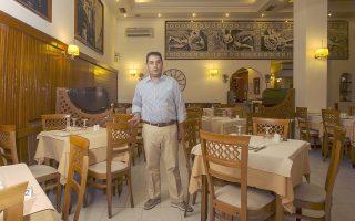 Ο Νίκος Κουτούζης, ιδιοκτήτης του εστιατορίου «Κεντρικόν» που τα τελευταία χρόνια περνάει μια από τις πιο δύσκολες φάσεις στην 80χρονη ιστορία του.