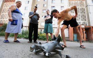 Θραύσμα οβίδας από τους νυχτερινούς βομβαρδισμούς του Ντονέτσκ.