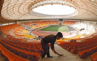 Η Ρωσία συνεχίζει απτόητη την προετοιμασία της για το Παγκόσμιο Κύπελλο, που θα φιλοξενήσει το 2018. Αντίθετα, στο Κατάρ η ανησυχία γίνεται όλο και πιο έντονη μετά τις καταγγελίες για απάνθρωπες συνθήκες εργασίας.