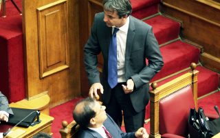 Οι υπουργοί Οικονομικών κ. Χαρδούβελης και Διοικητικής Μεταρρύθμισης κ. Μητσοτάκης είναι αρμόδιοι για τη σύνταξη του νέου μισθολογίου.