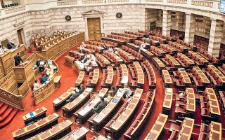 Το φαινόμενο να κατατίθενται περίεργες τροπολογίες σε άσχετα νομοσχέδια εν τω μέσω της νυκτός και στην καρδιά του θέρους δεν είναι καινούργιο.