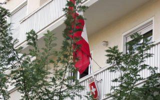 Η πρεσβεία της Ελβετίας εξετάζει τη μετεγκατάστασή της βορειότερα.