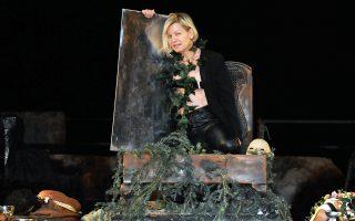 Στον ρόλο του Διονύσου η ηθοποιός Αγλαΐα Παππά στην παράσταση «Βάκχες» του Ευριπίδη στην Επίδαυρο.