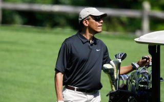 Ο Μπαράκ Ομπάμα παίζει γκολφ στο Farm Neck Golf Club στη Μασαχουσέτη. Στη συνέντευξή του, ο Αμερικανός πρόεδρος δίνει απαντήσεις για τη στάση των ΗΠΑ στη Μέση Ανατολή.