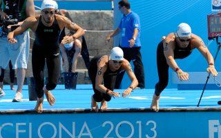Η Κέλι Αραούζου (μέση) θα διεκδικήσει ένα ευρωπαϊκό μετάλλιο στα 10.000 μ. ανοικτού νερού στο ευρωπαϊκό του Βερολίνου. Ο Σπύρος Γιαννιώτης (δεξιά) θα βουτήξει αύριο, ενώ ο Αντώνης Φωκαΐδης (αριστ.) θα αγωνιστεί στα 5.000 μ.