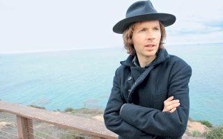 Ο Αμερικανός συνθέτης Beck μπήκε στο στούντιο έπειτα από απουσία έξι ετών.