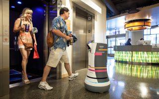 O Botlr, ένα ρομπότ-κλητήρας, μπορεί να μεταφέρει μικρά αντικείμενα από τη ρεσεψιόν στα δωμάτια των πελατών.