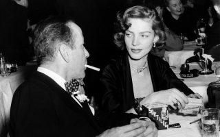 Η Λορίν Μπακόλ, αινιγματική φαμ φατάλ του κλασικού φιλμ νουάρ, «έφυγε» πλήρης ημερών σε ηλικία 89 ετών. Ψηλόλιγνη, με βραχνή φωνή, ερωτεύτηκε τον σκληρό Χάμφρεϊ Μπόγκαρτ στο πλατό του Χάουαρντ Χοκς το 1944. Αν είχε πάρει και Οσκαρ, το Χόλιγουντ θα ήταν πιο δίκαιο με τις γυναίκες που άφησαν ιστορία στο ασπρόμαυρο φιλμ.