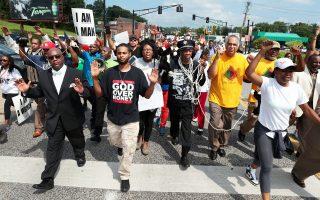 Από τις συγκρούσεις μεταξύ αστυνομίας και Αφροαμερικανών του προαστίου του Σεν Λούις του Μιζούρι.