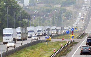 Η απροθυμία του Κιέβου να επιτρέψει τη διέλευση της εντυπωσιακής αυτοκινητοπομπής –280 νταλίκες, φορτωμένες με 2.000 τόνους ανθρωπιστικής βοήθειας– από τα ουκρανικά σύνορα ανέβασε και πάλι την ένταση.