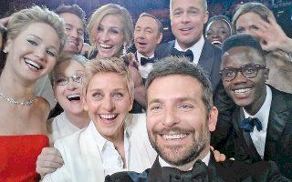 Η διάσημη «σέλφι» που τραβήχτηκε τη βραδιά της τελευταίας απονομής των βραβείων Οσκαρ στο Χόλιγουντ. Το Λεξικό της Οξφόρδης ανακήρυξε τη selfie «λέξη της χρονιάς» για το 2013, υπογραμμίζοντας την εκρηκτική δημοτικότητα αυτού του καινοφανούς όρου για την αυτο-φωτογραφία.