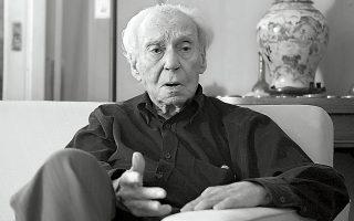 Ο μελετητής και ακαδημαϊκός Μιχαήλ Σακελλαρίου υπήρξε μία μεγάλου διαμετρήματος πνευματική προσωπικότητα της χώρας, που άφησε σημαντικό διδακτικό, ερευνητικό και συγγραφικό έργο (φωτογραφία του Βαγγέλη Ζαβού για την «Κ»).