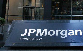 Το discount στις μετοχές των ελληνικών τραπεζών σταδιακά θα απαλειφθεί λόγω της επιστροφής τους σε κερδοφορία, της χορήγησης μερίσματος αλλά και της μη λήψης νέας στήριξης, εκτιμά η JP Morgan.