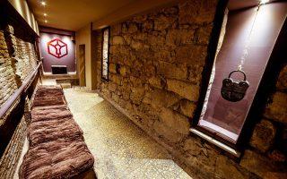 Η είσοδος στον χώρο του πρώτου βιωματικού παιχνιδιού στην Αθήνα, στην περιοχή του Χίλτον. Κόστος συμμετοχής, 10-15 ευρώ το άτομο.