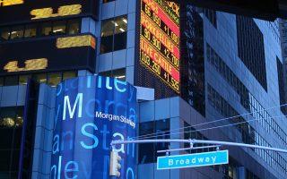 H Morgan Stanley υπογραμμίζει ότι η αποπληρωμή των προνομιούχων μετοχών υποδηλώνει ότι η ΤτΕ αισθάνεται άνεση αναφορικά με την κεφαλαιακή κατάσταση των τραπεζών. Σημειώνει επίσης ότι τα κεφαλαιακά αποθέματα των τραπεζών φαίνεται πως θα τους επιτρέψουν με ευκολία να ανταποκριθούν στις απαιτήσεις του stress test.