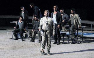 O Mιχαήλ Μαρμαρινός στην παράσταση «Φιλοκτήτης» του Σοφοκλή, σε σκηνοθεσία Κώστα Φιλίππογλου, που θα επαναληφθεί στο Ηρώδειο την Πέμπτη 4 Σεπτεμβρίου.