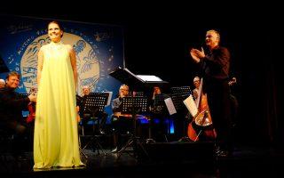 Η σοπράνο Βασιλική Καραγιάννη, ο μαέστρος Στέφανος Τσιαλής με την Καμεράτα της Βασιλικής Ορχήστρας της Δανίας.