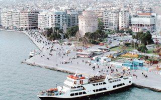 Στη Θεσσαλονίκη η συνολική πτώση τιμών στην αγορά κατοικίας έφθασε το 40% κατά την περίοδο 2010-2013, εκτιμά η «Δανός-BNP Paribas Real Estate». Σύμφωνα με τους αναλυτές, οι ενδιαφερόμενοι αγοραστές θεωρούν ότι οι τιμές θα συνεχίσουν να υποχωρούν κι έτσι αναβάλλουν τις όποιες κινήσεις τους.