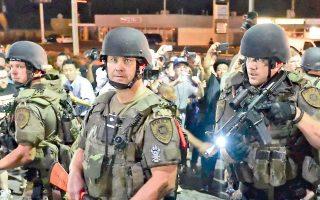 Οι πρόσφατες ταραχές στο Φέργκιουσον του Μιζούρι αντανακλούν μια δεκαετία οικονομικής στασιμότητας και μάλιστα η τάση αυτή δεν φαίνεται να αντιστρέφεται.