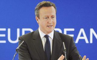 O Nτέιβιντ Κάμερον έχει δεσμευτεί ότι αν οι Συντηρηρικοί επικρατήσουν στην εκλογική αναμέτρηση της άνοιξης του 2015, τότε θα ακολουθήσει δημοψήφισμα για την παραμονή ή όχι στην Ευρωπαϊκή Ενωση. Προς το παρόν το ενδιαφέρον στο νησί εστιάζεται στο επικείμενο δημοψήφισμα για την απόσχιση της Σκωτίας από το Ηνωμένο Βασίλειο που θα πραγματοποιηθεί στις 18 Σεπτεμβρίου.