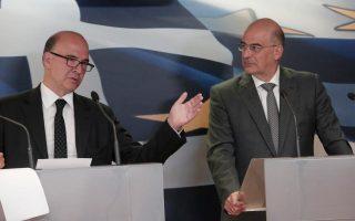 Το θέμα της δημιουργίας αναπτυξιακής τράπεζας για τη χρηματοδότηση κυρίως των μικρομεσαίων επιχειρήσεων συζητήθηκε στη χθεσινή συνάντηση του υπουργού Ανάπτυξης Νίκου Δένδια με τον Γάλλο πρώην υπουργό Οικονομικών και υποψήφιο για τη θέση του επιτρόπου Οικονομικών Υποθέσεων Πιερ Μοσκοβισί (αριστερά).